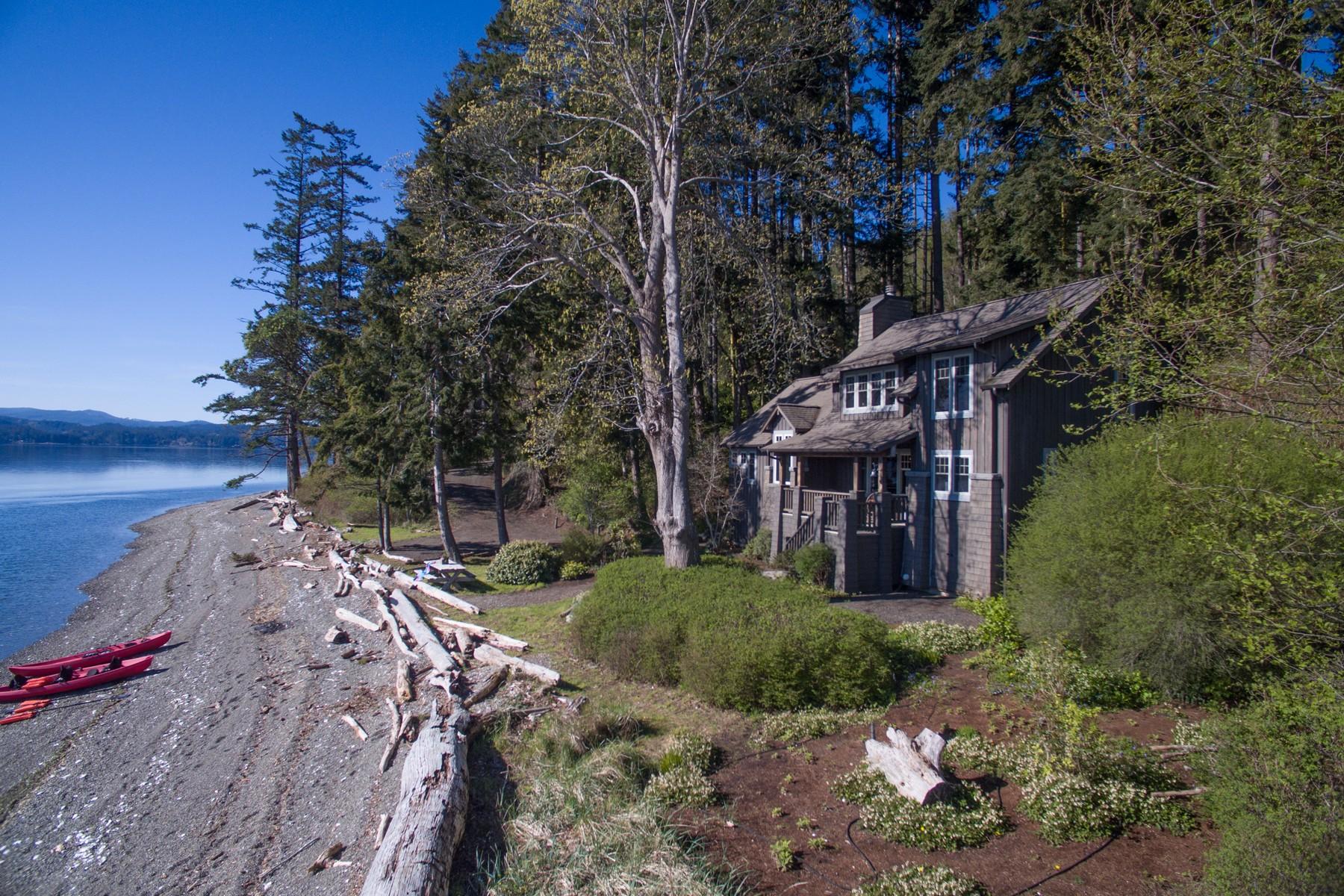 Casa Unifamiliar por un Venta en Quilcene Cabin 85 Hazel Point CT Quilcene, Washington 98376 Estados Unidos