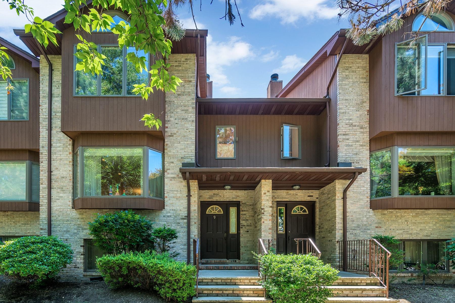 Maison accolée pour l Vente à Westley Estates Condominium 9 Westley Lane, New Milford, New Jersey 07646 États-Unis