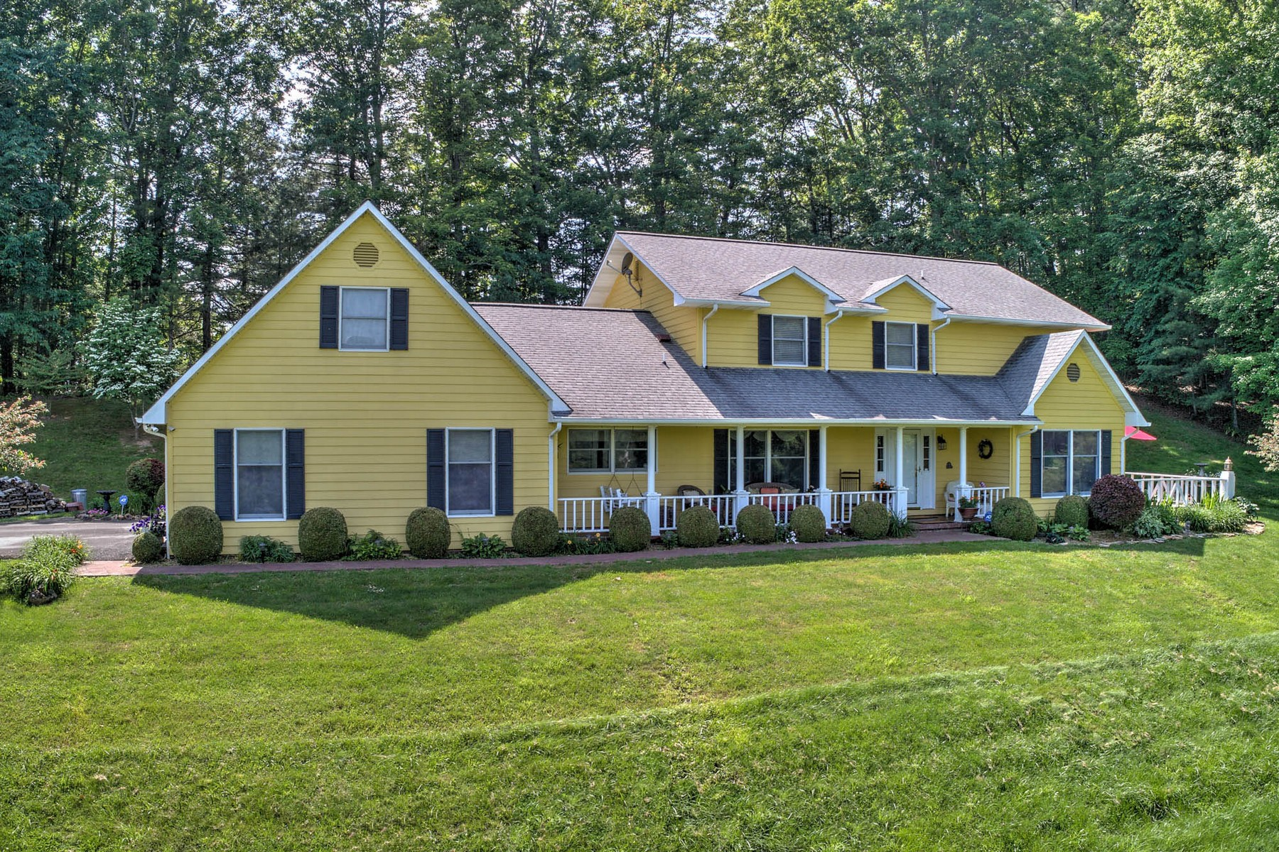 Single Family Home for Sale at Mountain View Estate 200 Ivy Hill Private Drive Mountain City, Tennessee 37683 United States