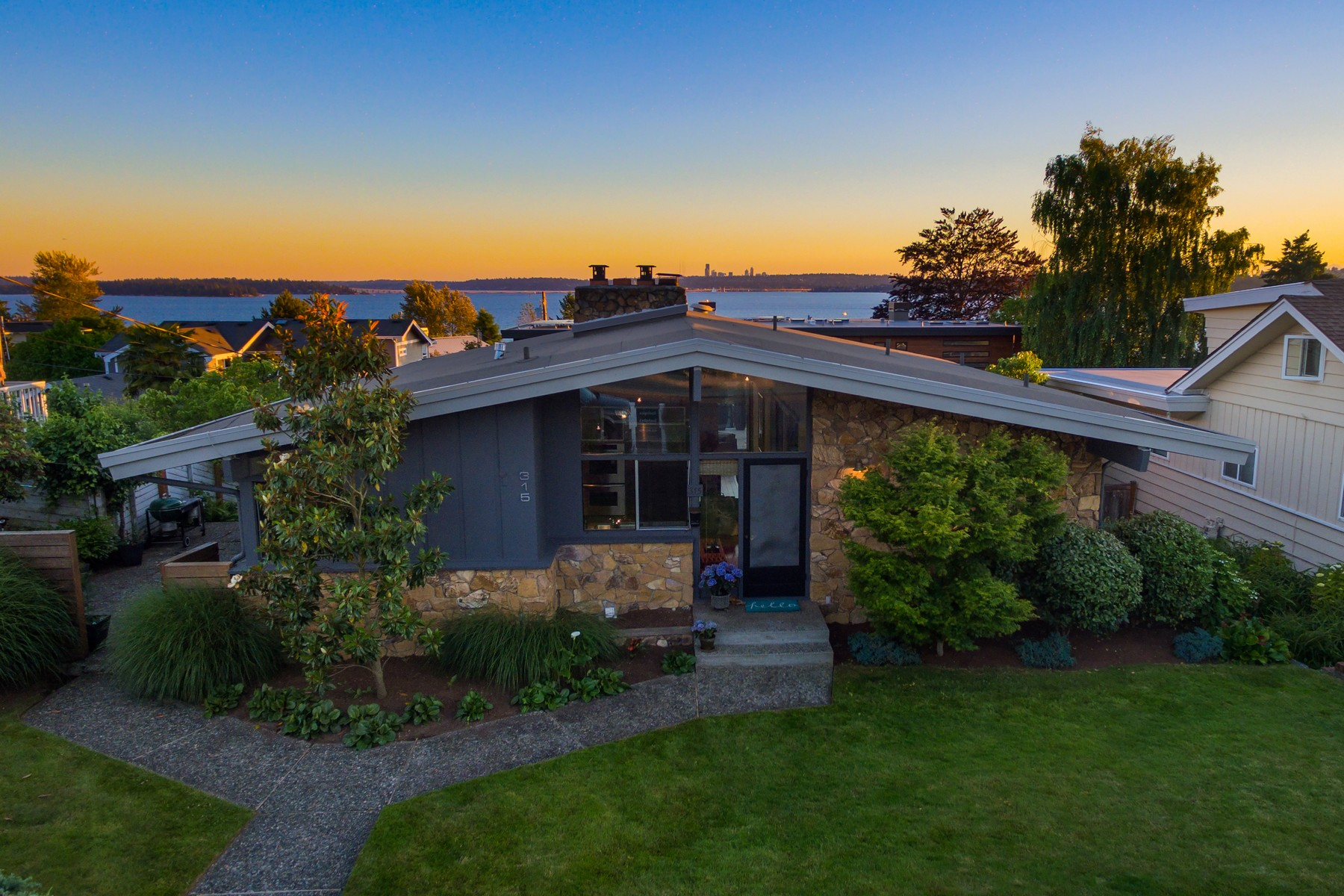 Single Family Home for Sale at Modern West of Market 315 7th Ave W Kirkland, Washington, 98033 United States