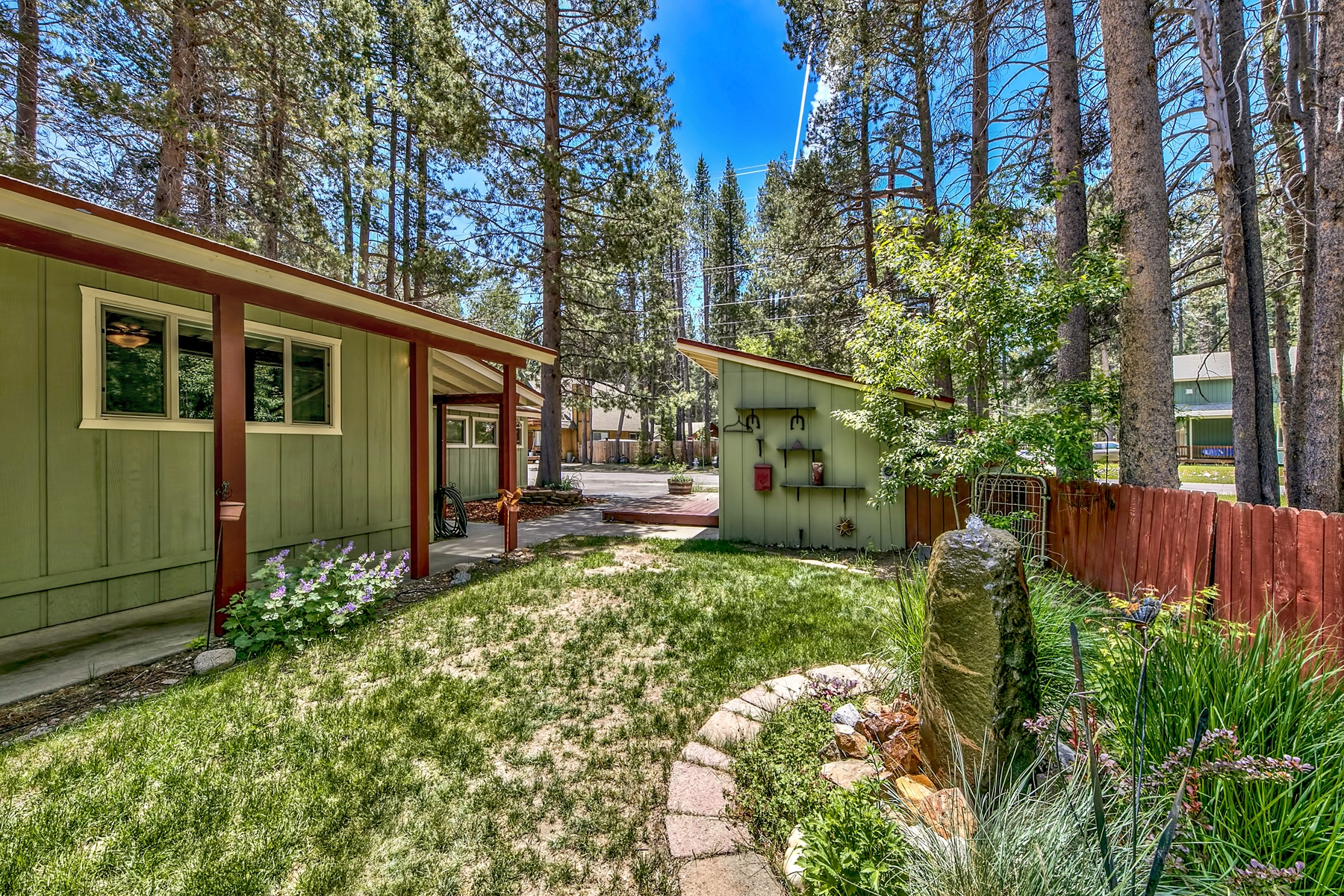 Additional photo for property listing at 841 Michael Drive, South Lake Tahoe, CA 96150 841 Michael Drive South Lake Tahoe, California 96150 United States