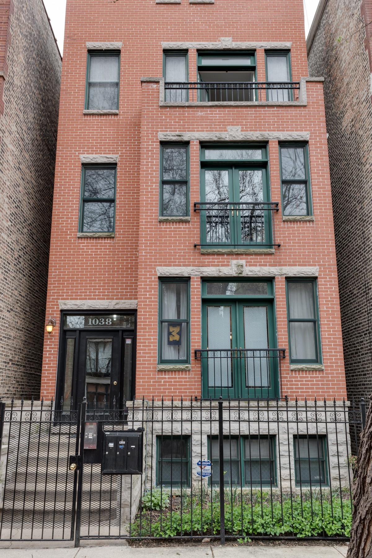 Eigentumswohnung für Verkauf beim Take Advantage of the View from this Penthouse Duplex 1038 N Marshfield Street, Unit 3 Chicago, Illinois, 60622 Vereinigte Staaten
