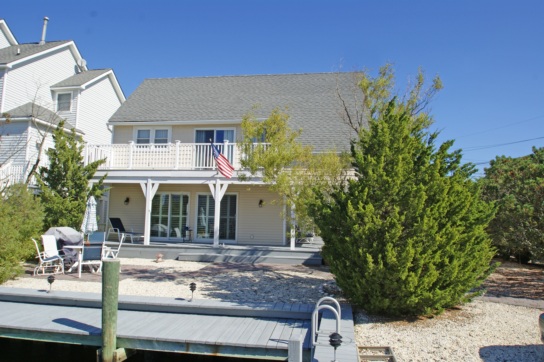 single family homes vì Bán tại Charming Cottage Style Waterfront Home 354 Lauderdale Drive, Lavallette, New Jersey 08735 Hoa Kỳ