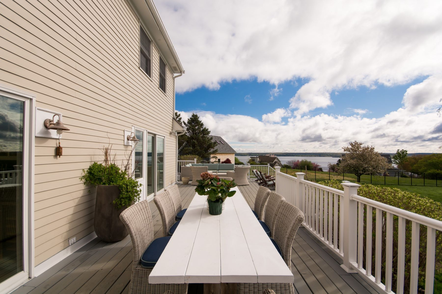 Additional photo for property listing at Modern Cape with Water Views 91 Roger Williams Court Portsmouth, Rhode Island 02871 United States