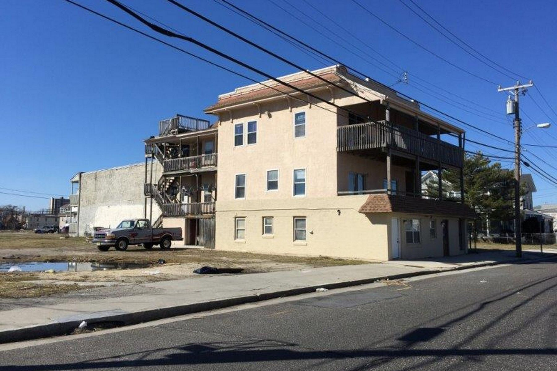Multi-Family Homes for Active at 24 N Vermont Atlantic City, New Jersey 08401 United States