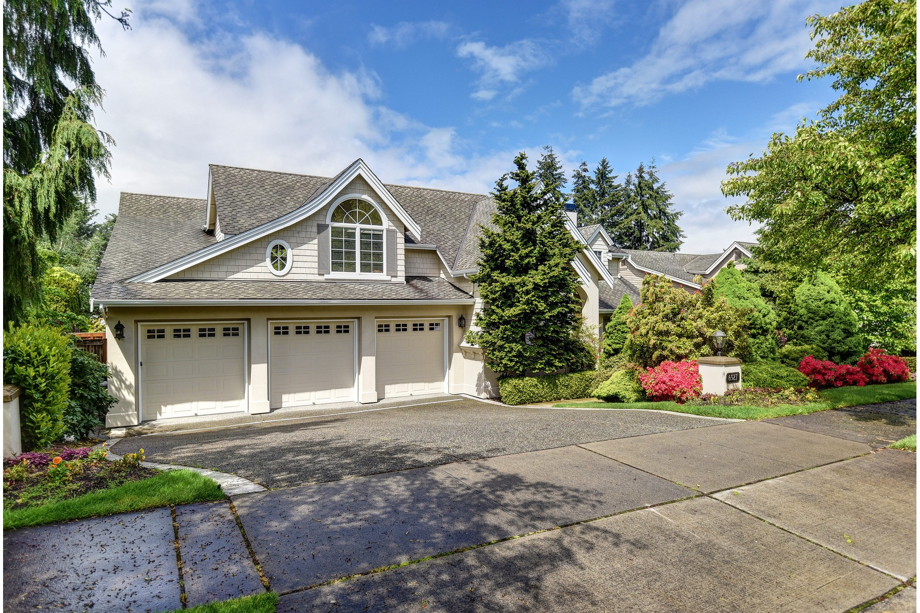 Single Family Home for Sale at Houghton Traditional 6527 112th Ave NE Kirkland, Washington 98033 United States