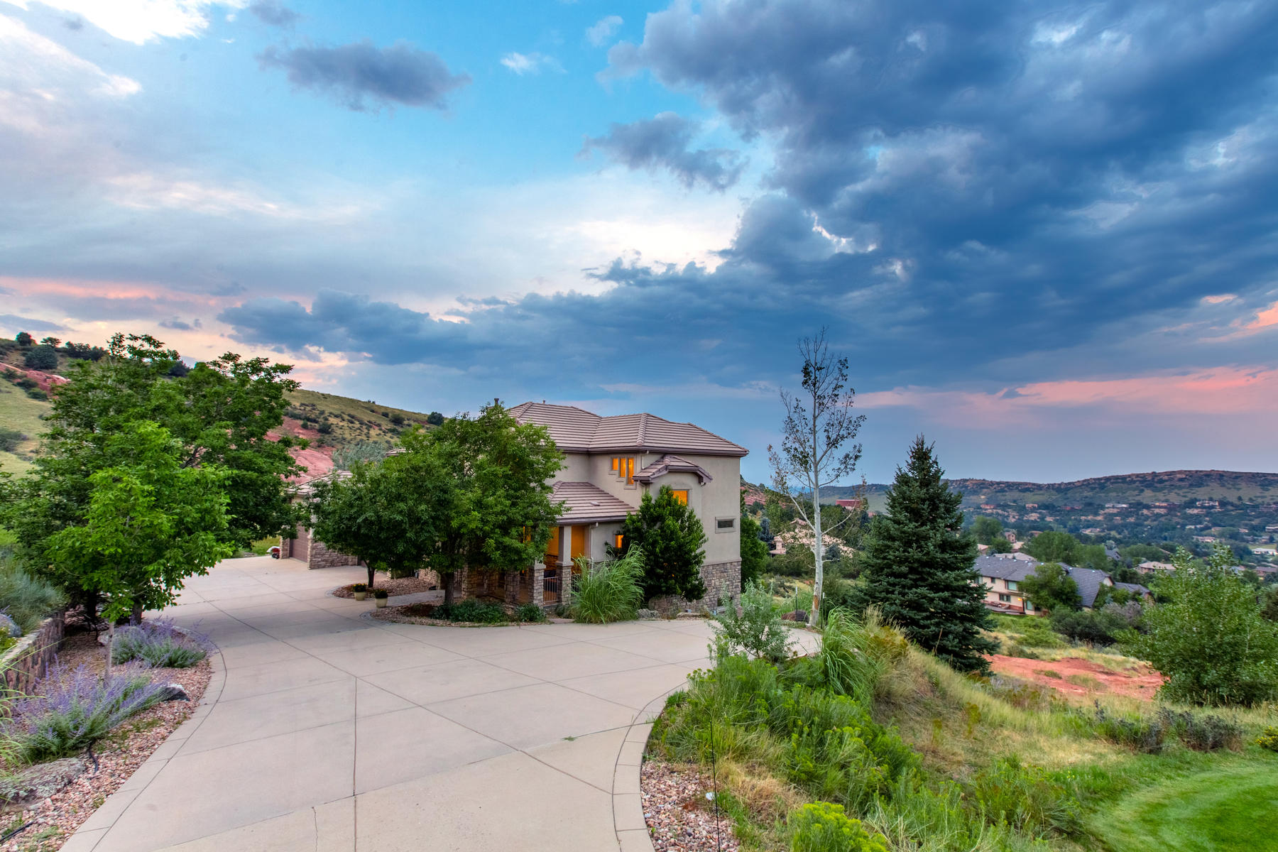 Nhà ở một gia đình vì Bán tại This Is The One You Have Been Waiting For In Willow Springs 6276 Rock Ledge Lane Morrison, Colorado, 80465 Hoa Kỳ
