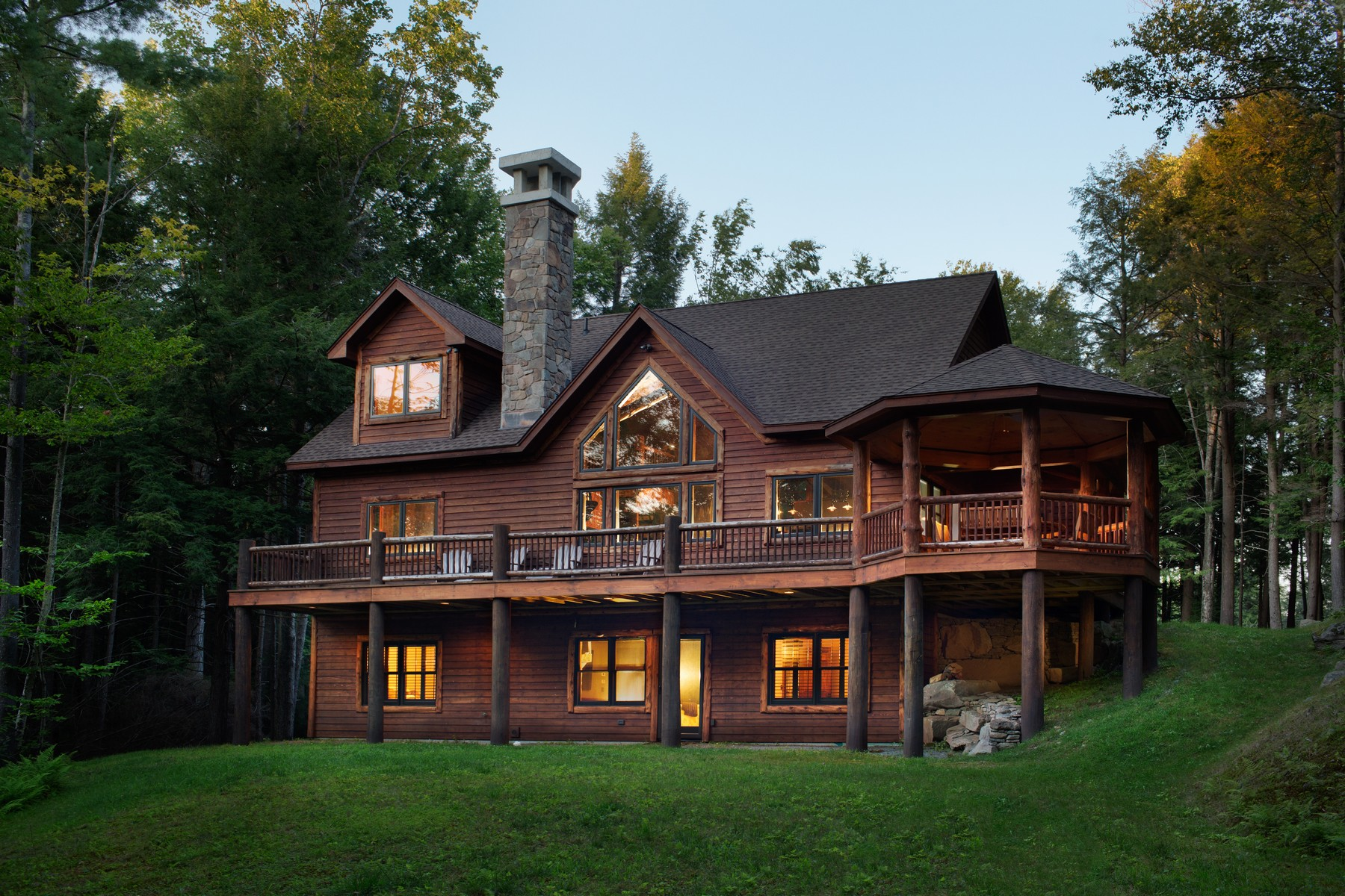 Casa Unifamiliar por un Venta en White Pine Lodge at The Chapin Estate 340 Woodstone Trail White Lake, Nueva York 12786 Estados Unidos
