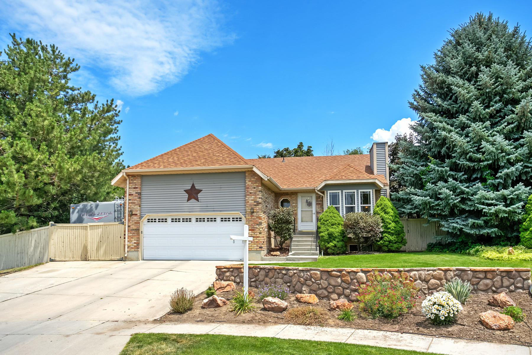 Additional photo for property listing at Great Sandy Area Home 10685 S Superior Cir Sandy, Utah 84084 Estados Unidos