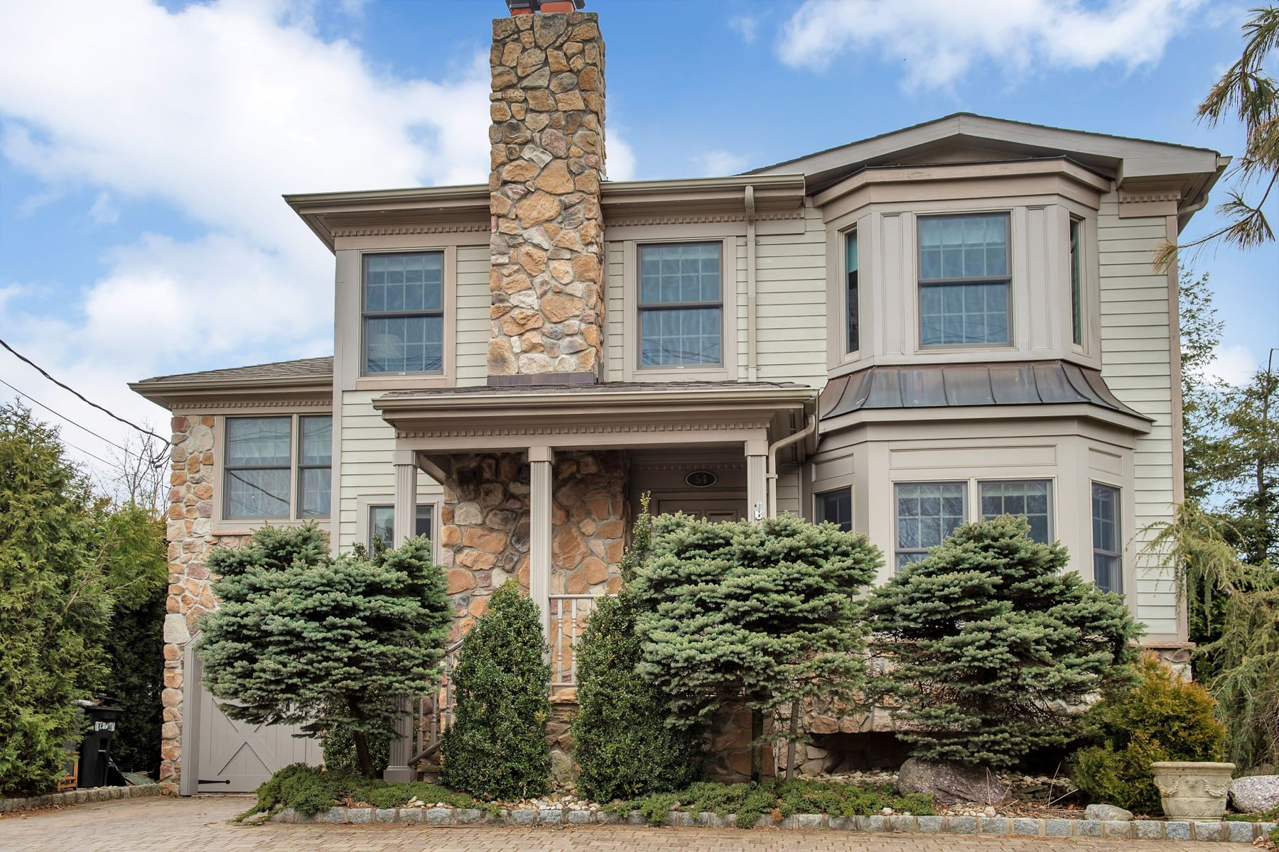 Single Family Homes للـ Sale في Rare Find 54 Plainfield Road, Long Hill Township, New Jersey 07980 United States
