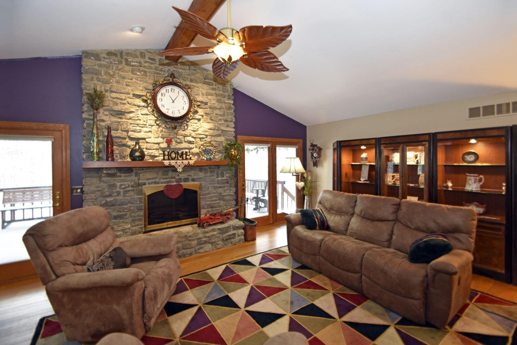 Maison unifamiliale pour l à vendre à Great Home for Gatherings 10971 Colerain Avenue, Cincinnati, Ohio, 45252 États-Unis