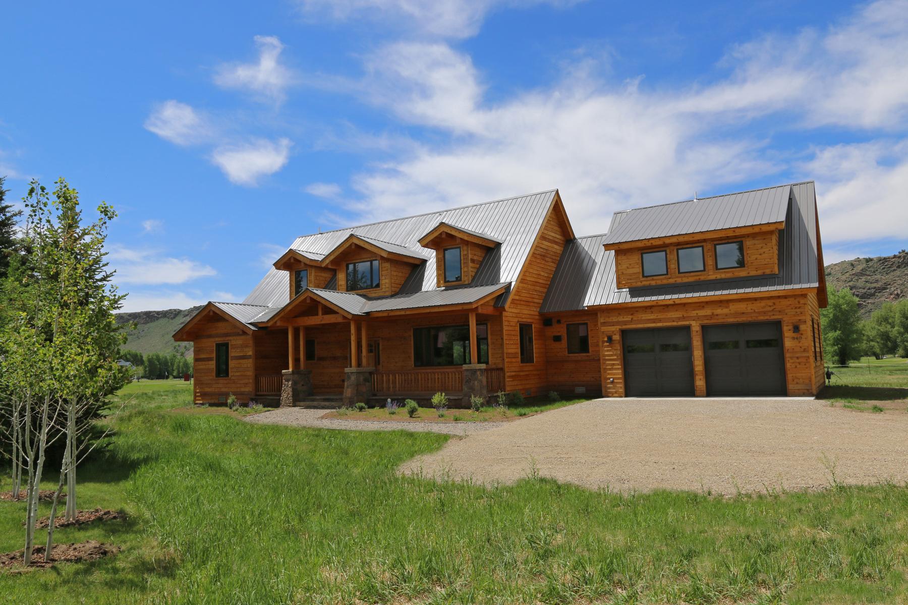 واحد منزل الأسرة للـ Sale في New Construction Located on the 17th Hole of Dos Rios Golf Club 340 Tomichi Trail Gunnison, Colorado, 81230 United States
