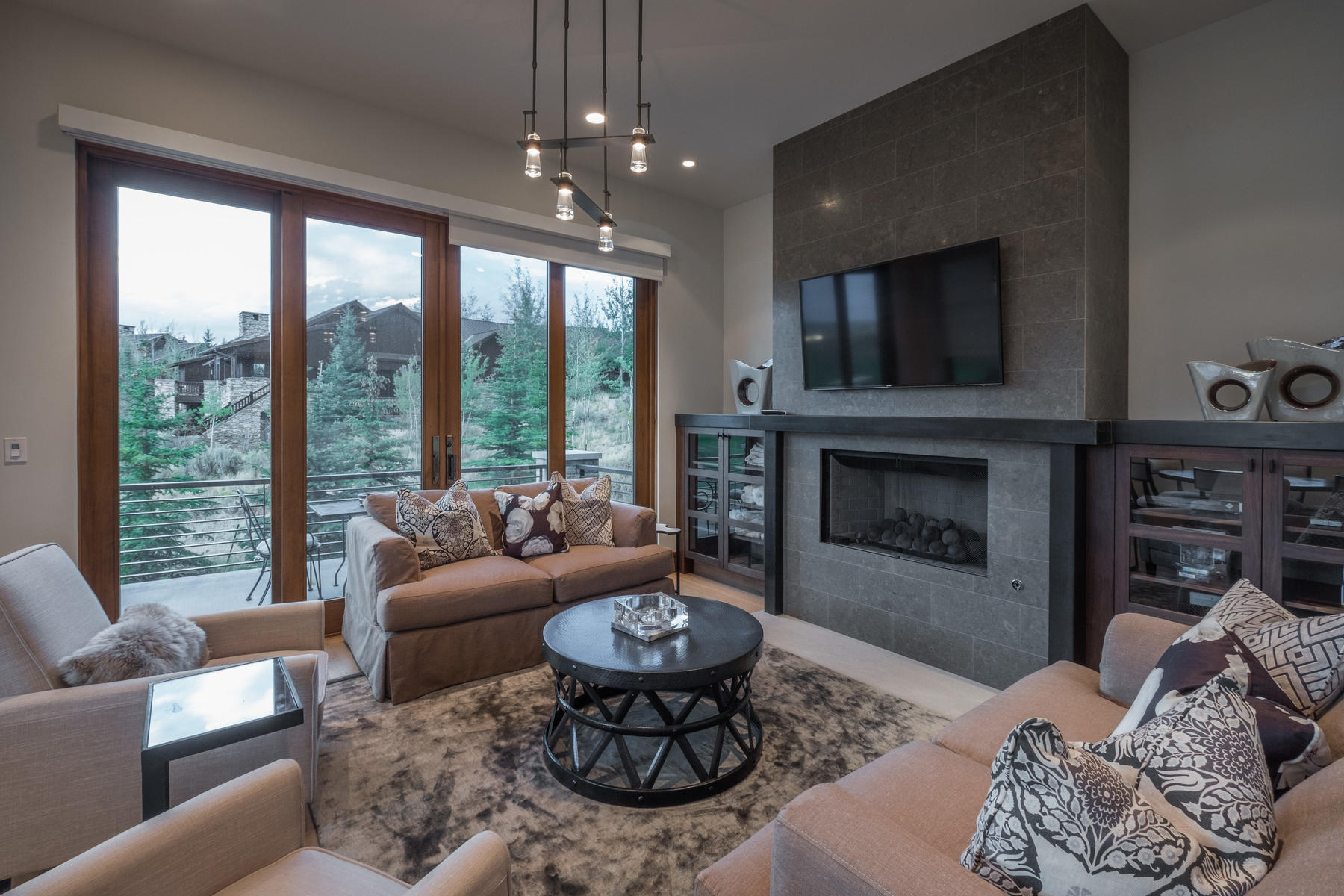 Additional photo for property listing at Beautiful Contemporary Home Overlooking the 11th Hole of the Pete Dye Course 8581 N Marmot Circle Lot 91 Park City, Utah 84098 United States