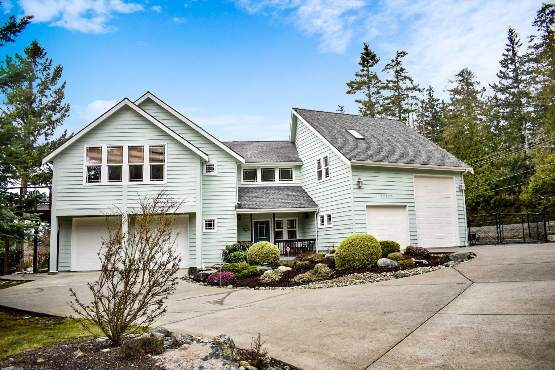 Single Family Homes 용 매매 에 Serene Skagit Bay View 17123 Chilberg Ave, La Conner, 워싱톤 98257 미국