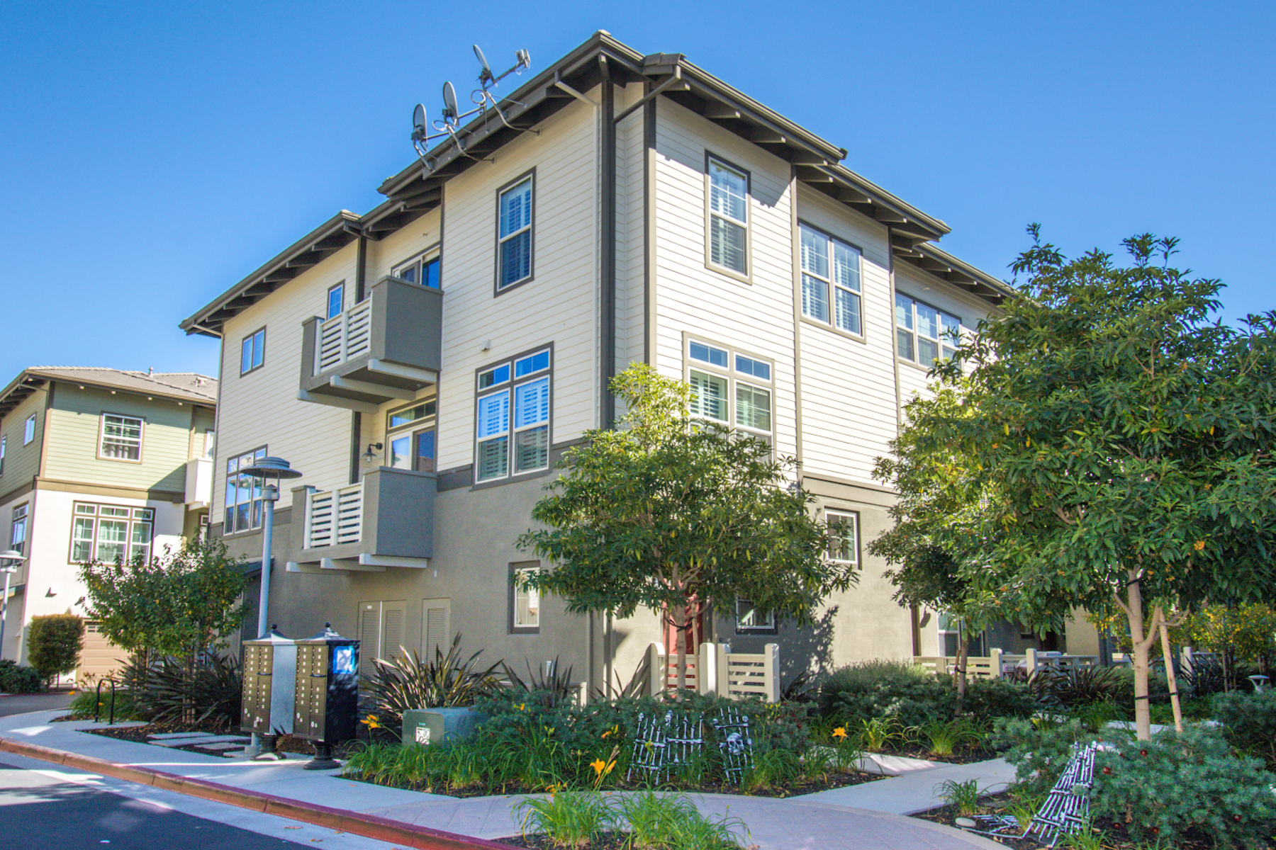 Townhouse for Active at Fabulous Tri-Level Home 2823 Olivares Lane San Mateo, California 94403 United States