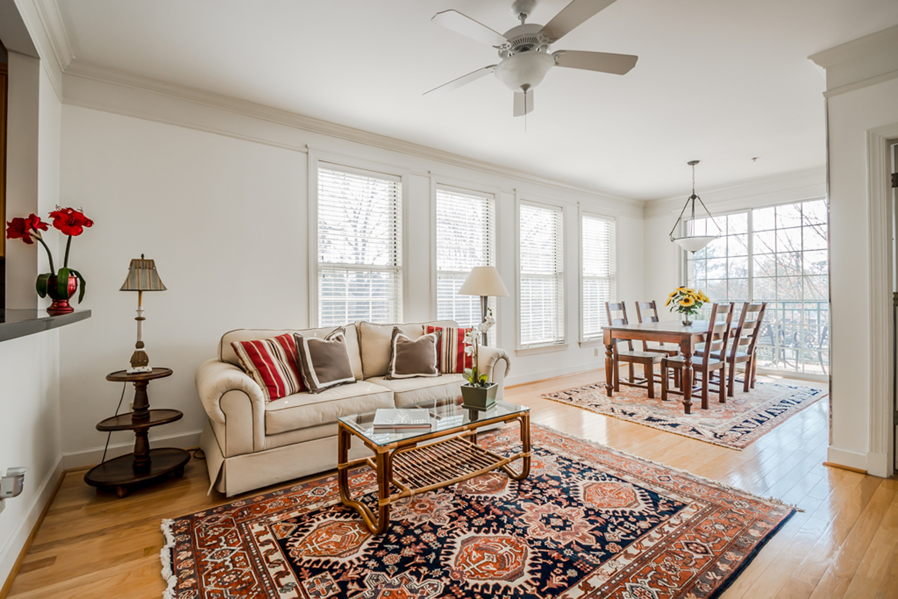 Condominium for Sale at Bright One Bedroom With Den And Open Kitchen 3101 Howell Mill Road Unit 222 Atlanta, Georgia, 30327 United States