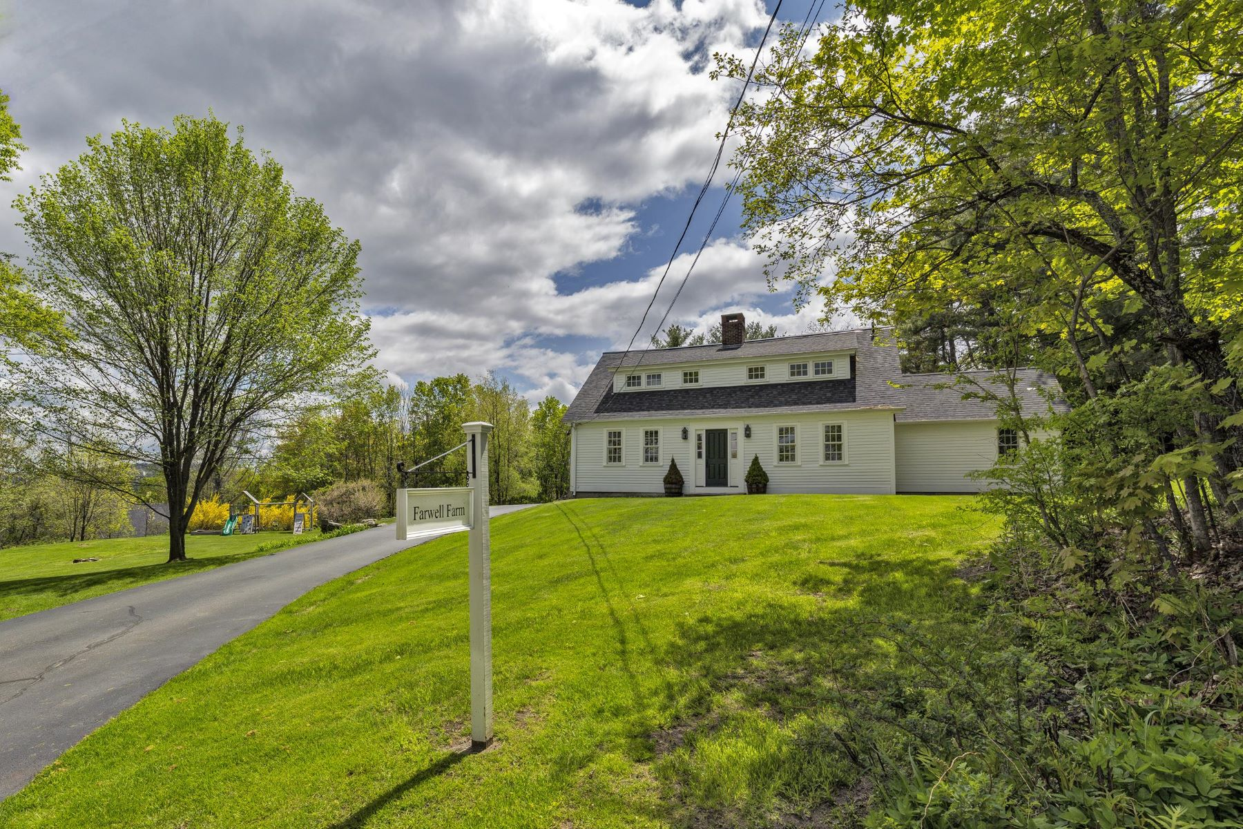 Single Family Home for Sale at 319 Burpee Hill Road, New London 319 Burpee Hill Rd New London, New Hampshire 03257 United States
