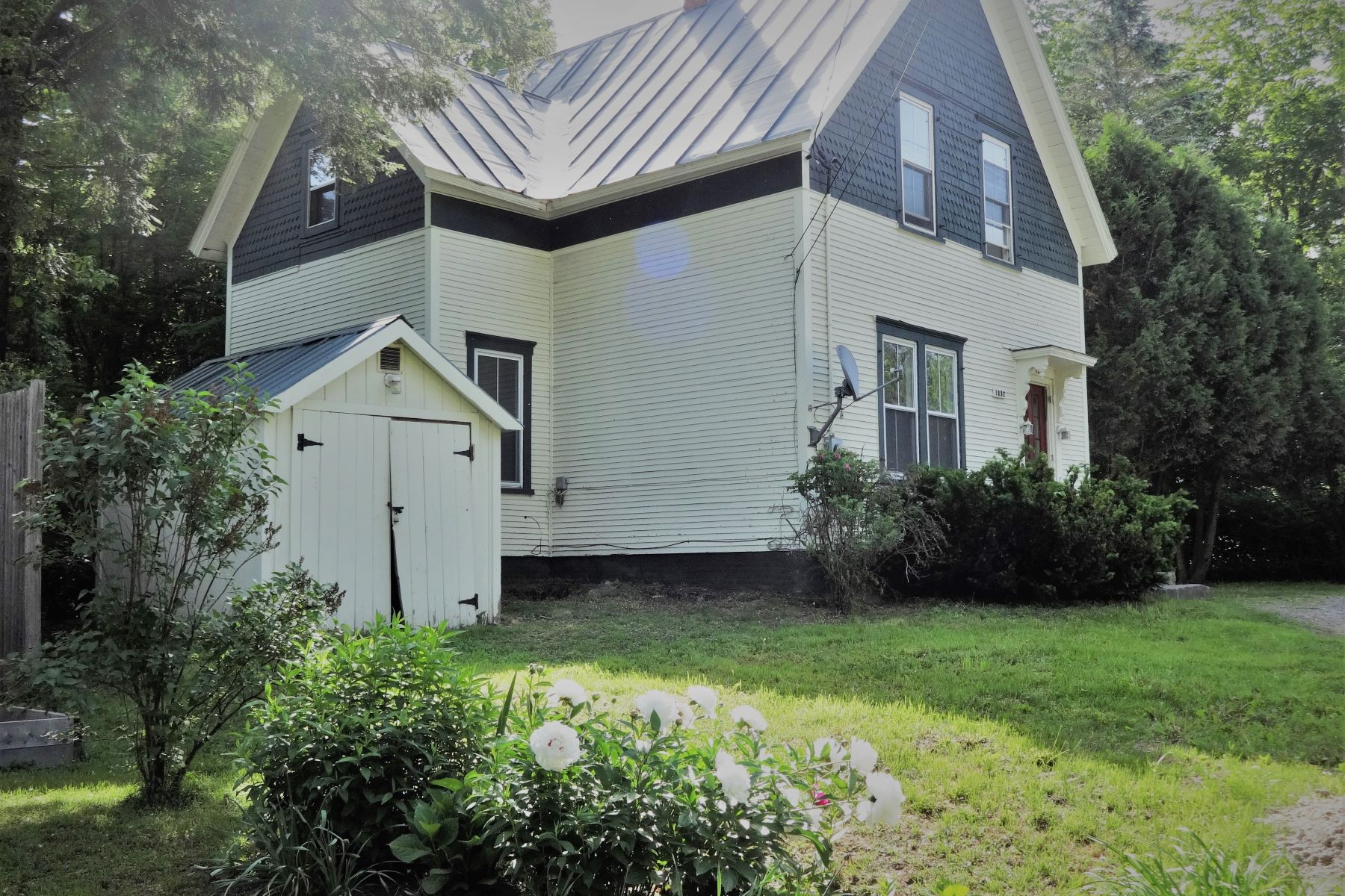 Single Family Home for Sale at 76 Pleasant Street, Bethel 76 Pleasant St Bethel, Vermont 05032 United States