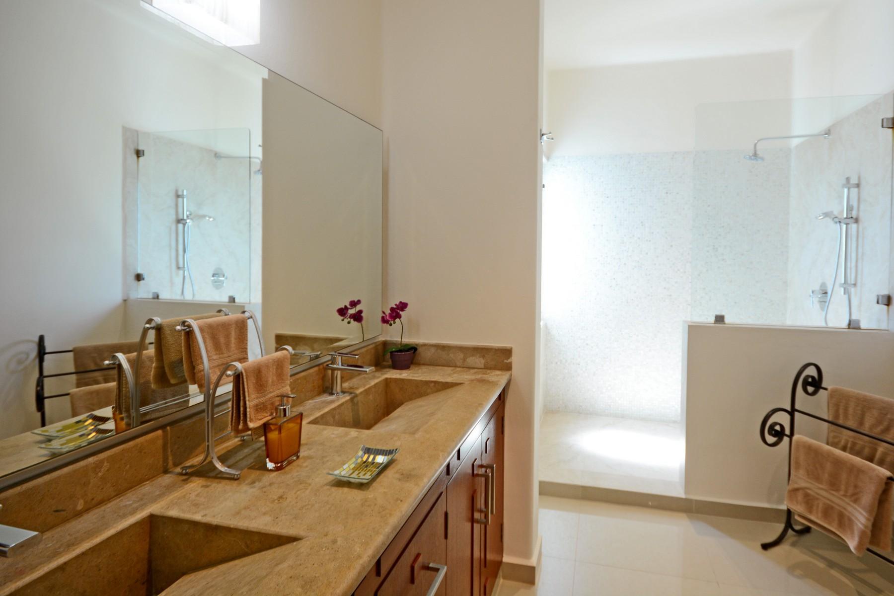 "Additional photo for property listing at MAJESTIC BEACHFRONT VILLA Akumal Lote 51 de la sección ""G"" Akumal, Quintana Roo 77737 Mexico"