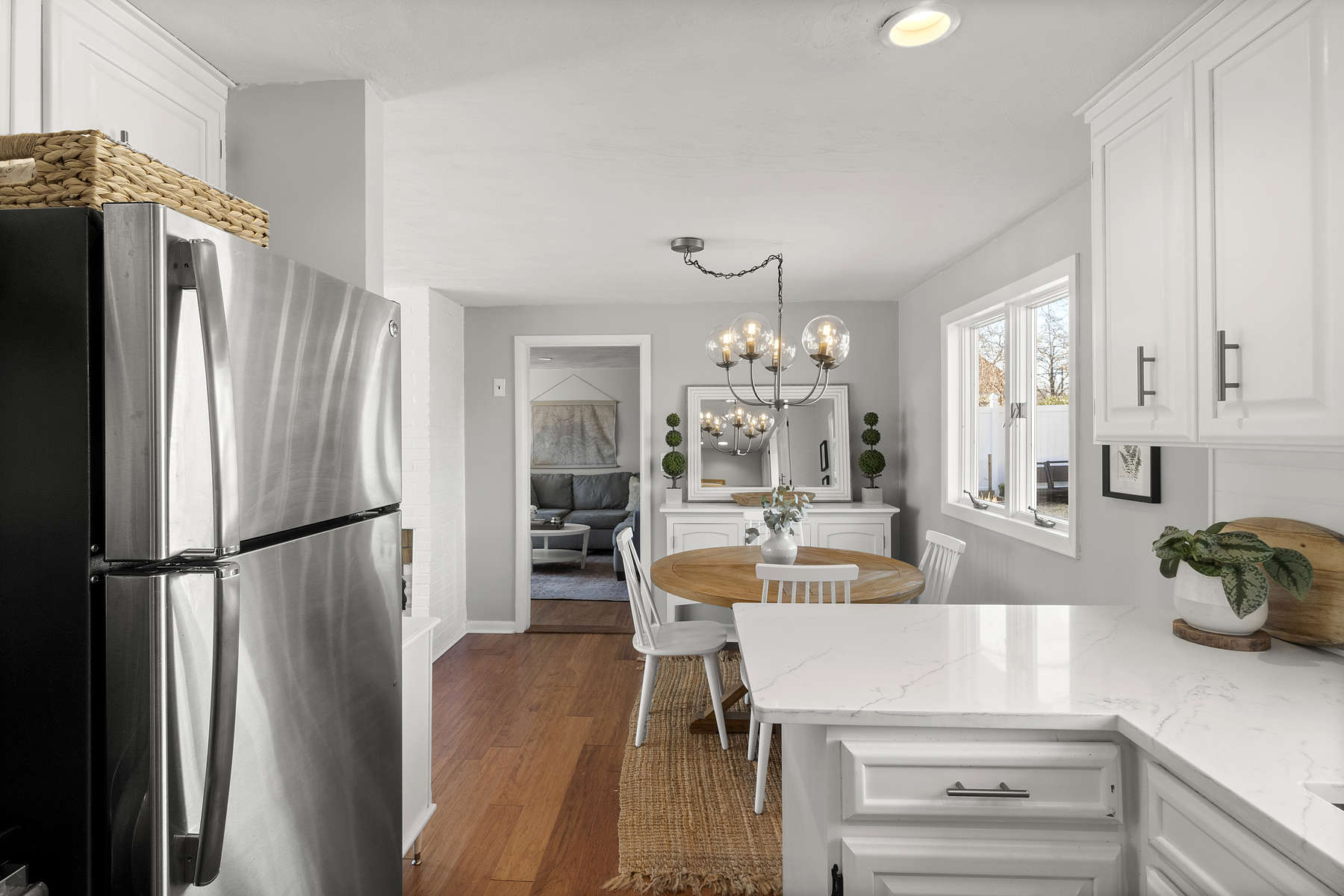 Single Family Homes 为 销售 在 4 Fairfield Terrace 弗雷明汉, 马萨诸塞州 01701 美国