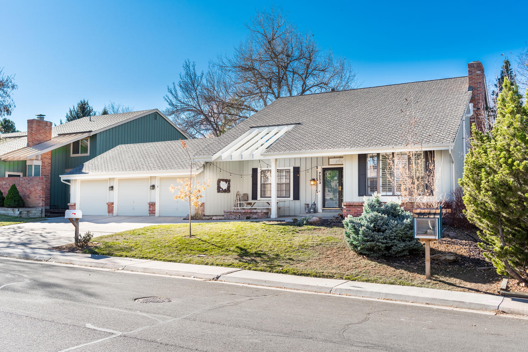 Single Family Home for Active at Extremely Sought-After Writer Sausalito Model 7253 S Garfield St Centennial, Colorado 80122 United States