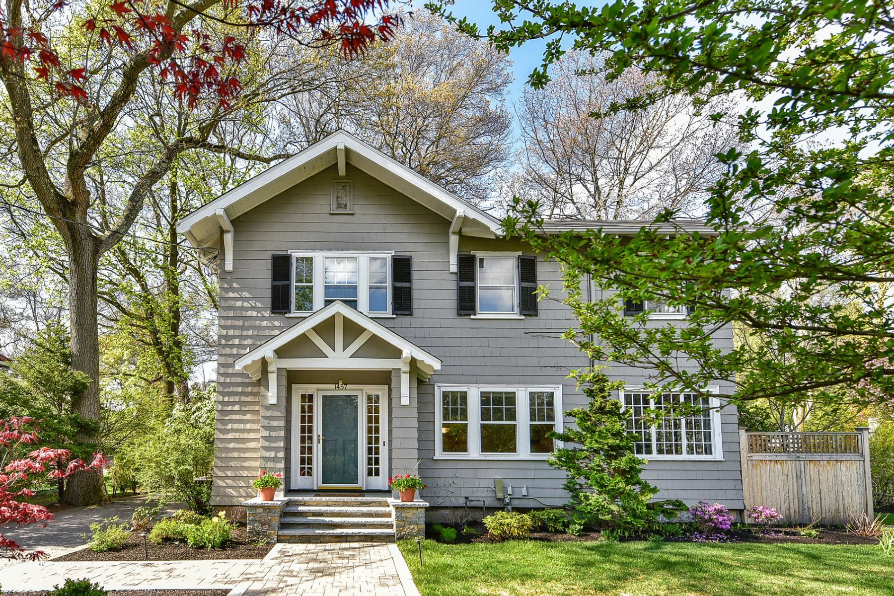 Частный односемейный дом для того Продажа на 1457 Beacon St, Newton Newton, Массачусетс, 02468 Соединенные Штаты
