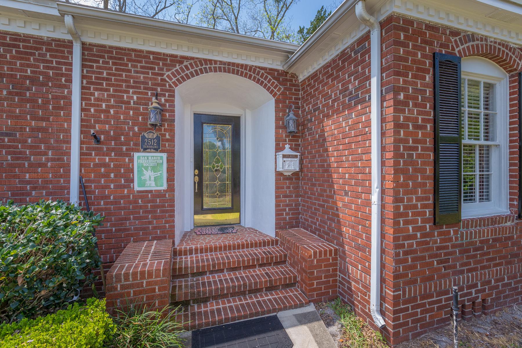 Maison unifamiliale pour l Vente à 2512 Hendricks Avenue Jacksonville, Florida, 32207 États-Unis