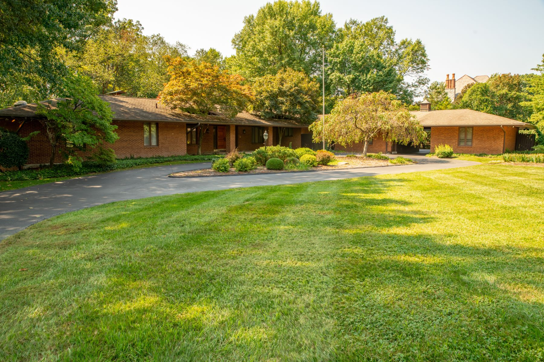 Additional photo for property listing at Winding Ridge Rd 10166 Winding Ridge Road Ladue, Missouri 63124 United States