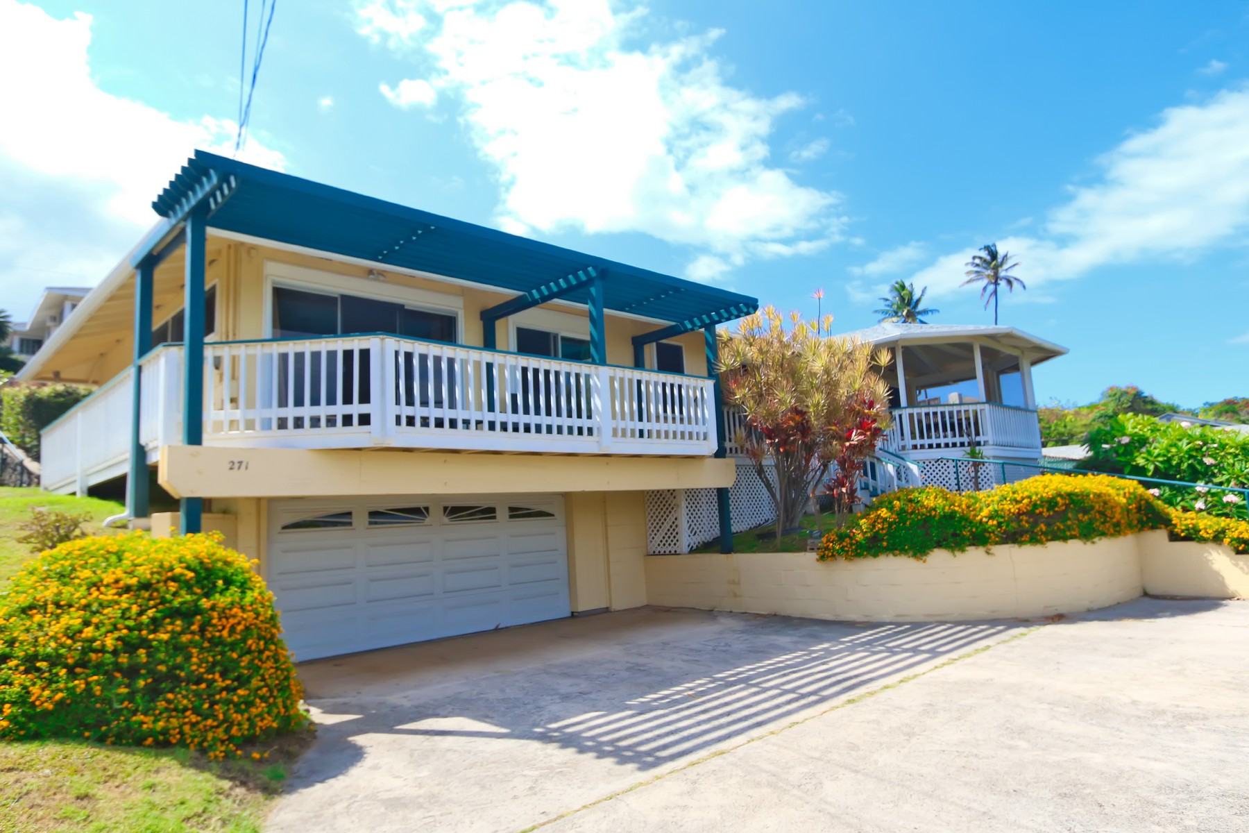 Single Family Home for Sale at Ocean View Updated Mid Century Wailuku Residence 271 Liholiho St Wailuku, Hawaii 96790 United States