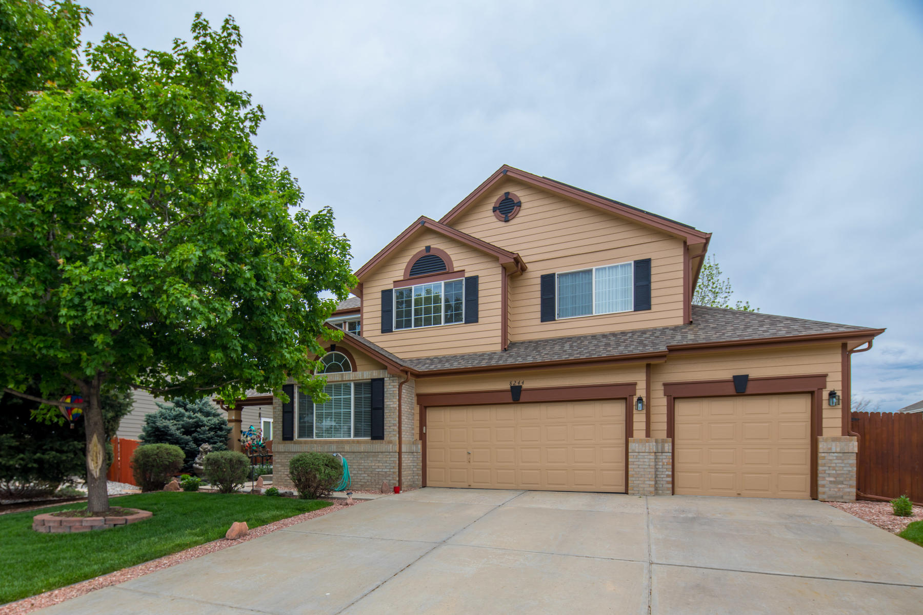 Single Family Homes for Sale at Perfect home for the active family. 8244 Swadley St Arvada, Colorado 80005 United States
