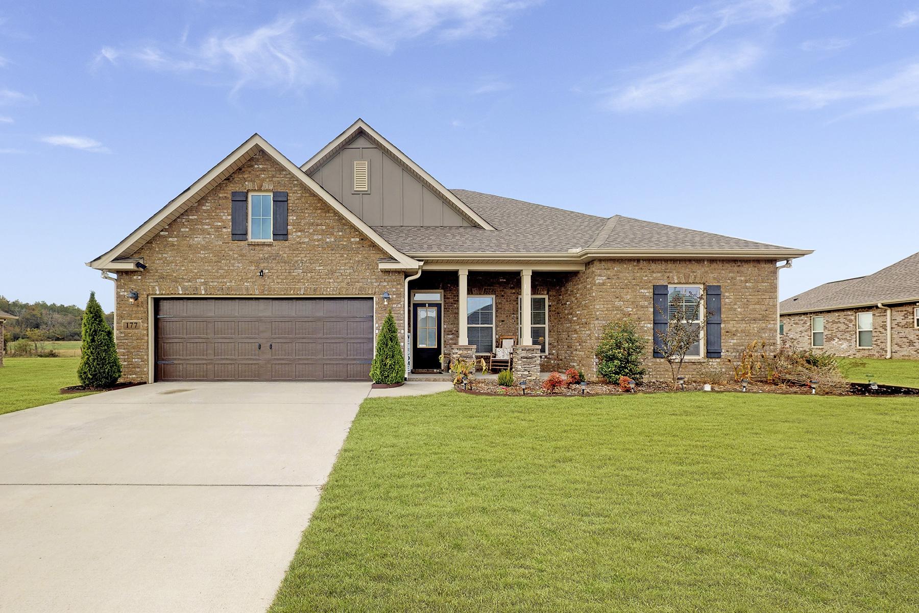 Single Family Homes 为 销售 在 177 Lexi Lane Meridianville, 阿拉巴马州 35759 美国