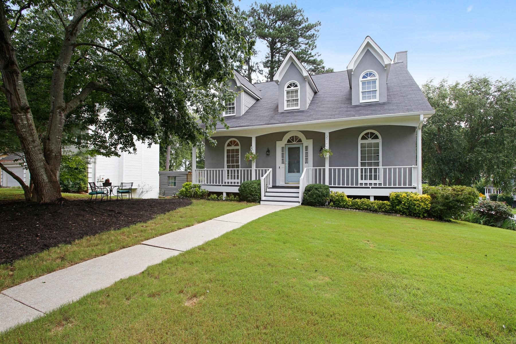 Single Family Homes por un Venta en Curb Appeal in Swim/Tennis Community 1201 Springmont Court, Lawrenceville, Georgia 30043 Estados Unidos