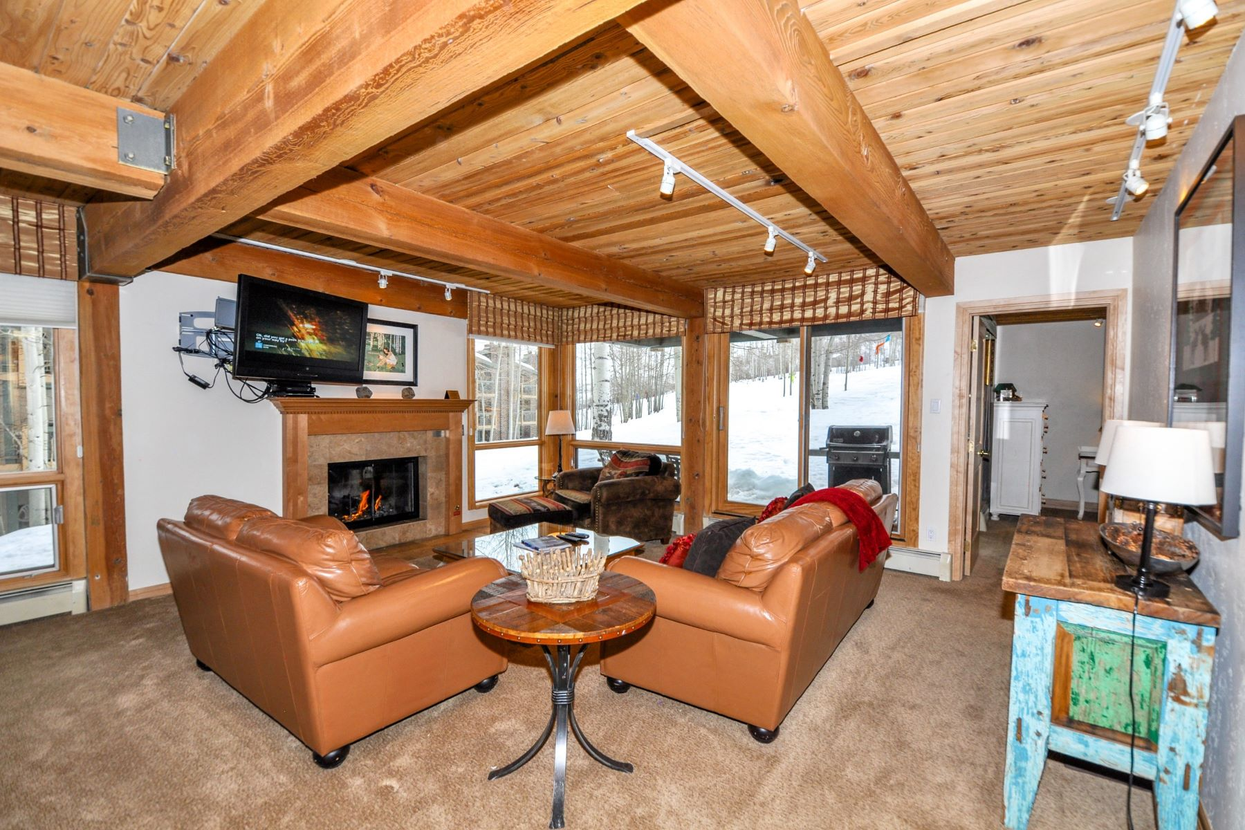 Appartement en copropriété pour l Vente à Ski Access to the Door 855 Carriage Way, Trails Unit 103 Snowmass Village, Colorado, 81615 États-Unis