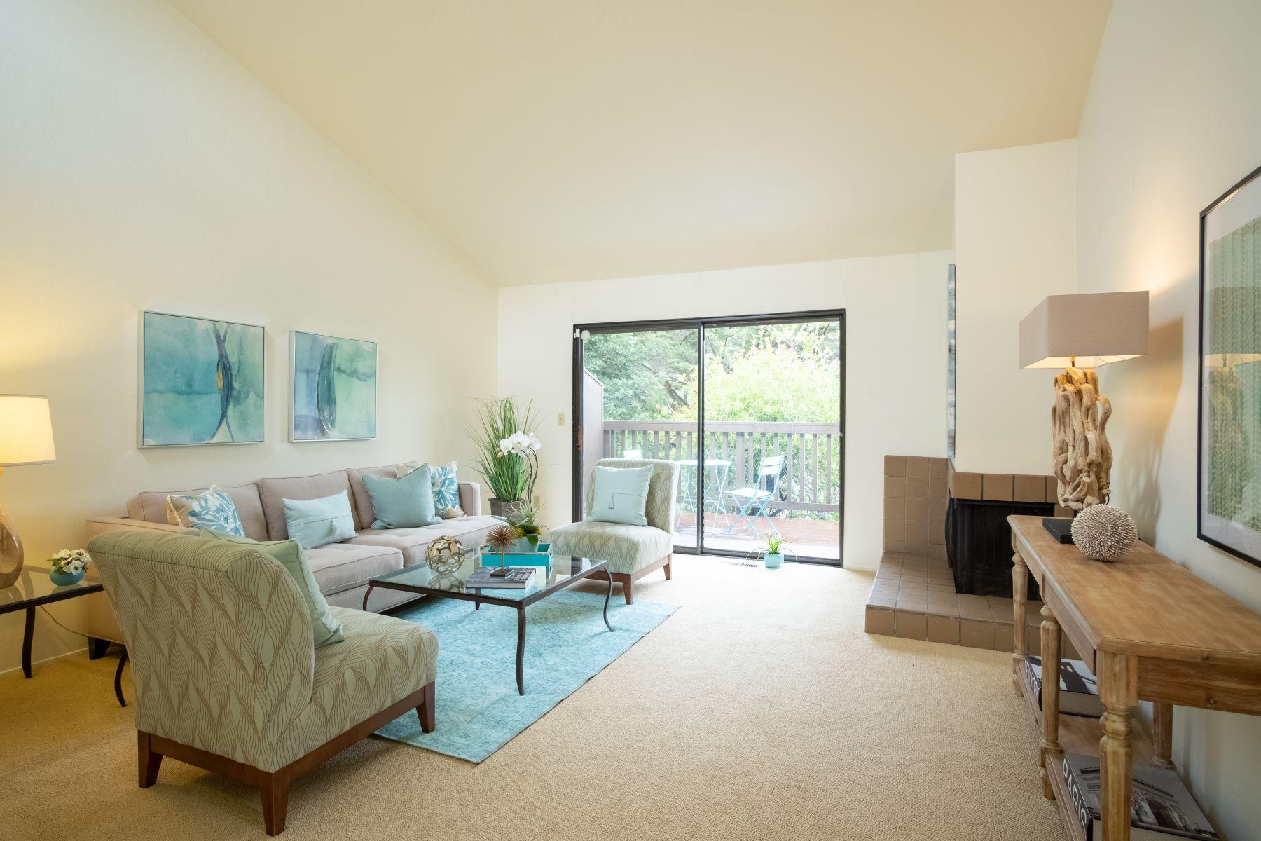 Casa unifamiliar adosada (Townhouse) por un Venta en Spacious End Unit in Greenbrae 55 Corte Real #15 Greenbrae, California 94904 Estados Unidos