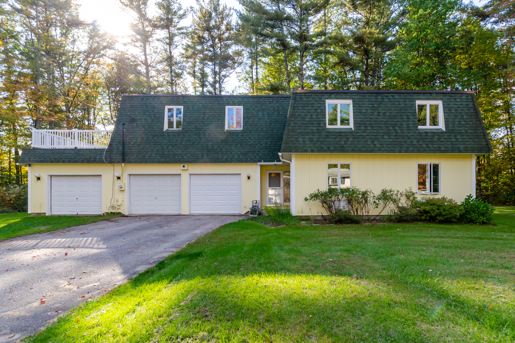 Single Family Home for Sale at 1 Mayflower Drive, Bedford 1 Mayflower Dr Bedford, New Hampshire 03110 United States