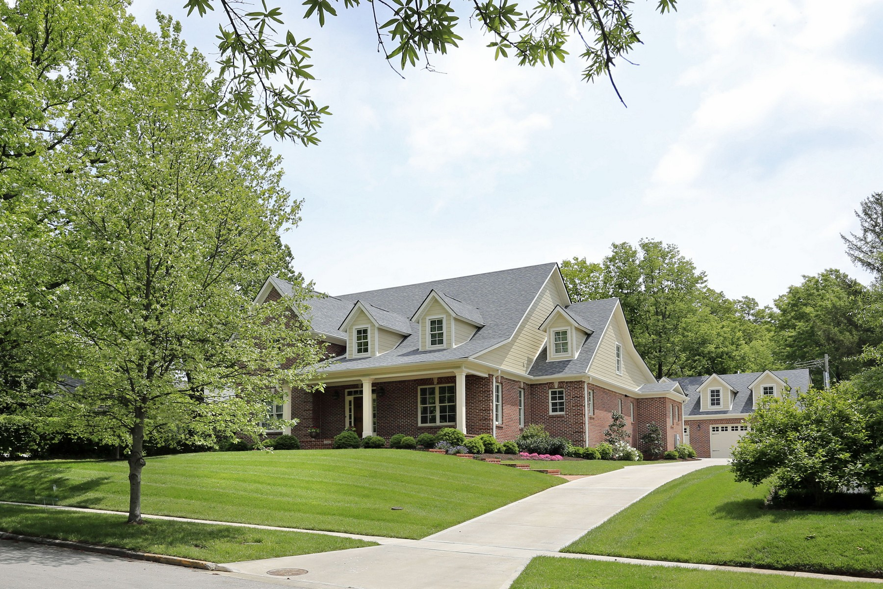 Casa Unifamiliar por un Venta en 1244 Summit Drive Lexington, Kentucky, 40502 Estados Unidos