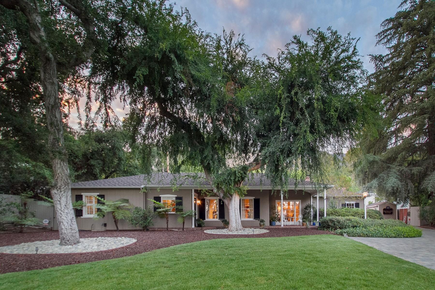 Maison unifamiliale pour l Vente à 2085 East Altadena 2085 East Altadena Drive Altadena, Californie 91001 États-Unis