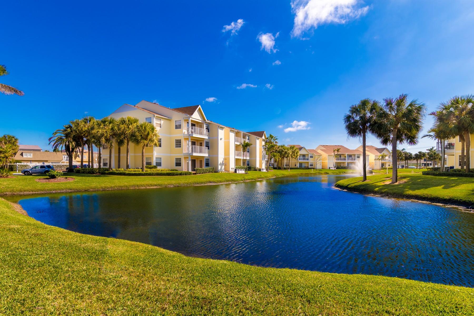 Appartement en copropriété pour l Vente à Beach Club Condos 1801 Island Club Drive #5-89 Melbourne, Florida 32903 États-Unis