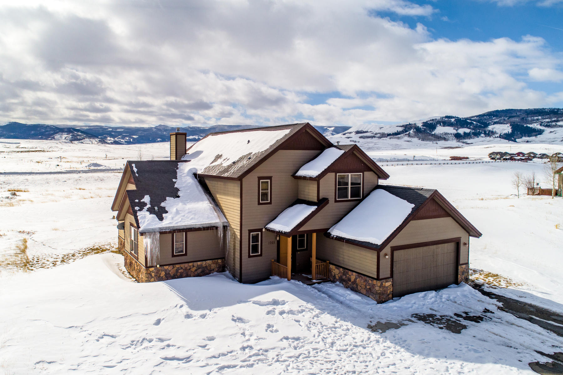 Single Family Homes for Sale at Nestled in the Middle Park region with breathtaking views 1765 Mountain Sky Lane Granby, Colorado 80446 United States