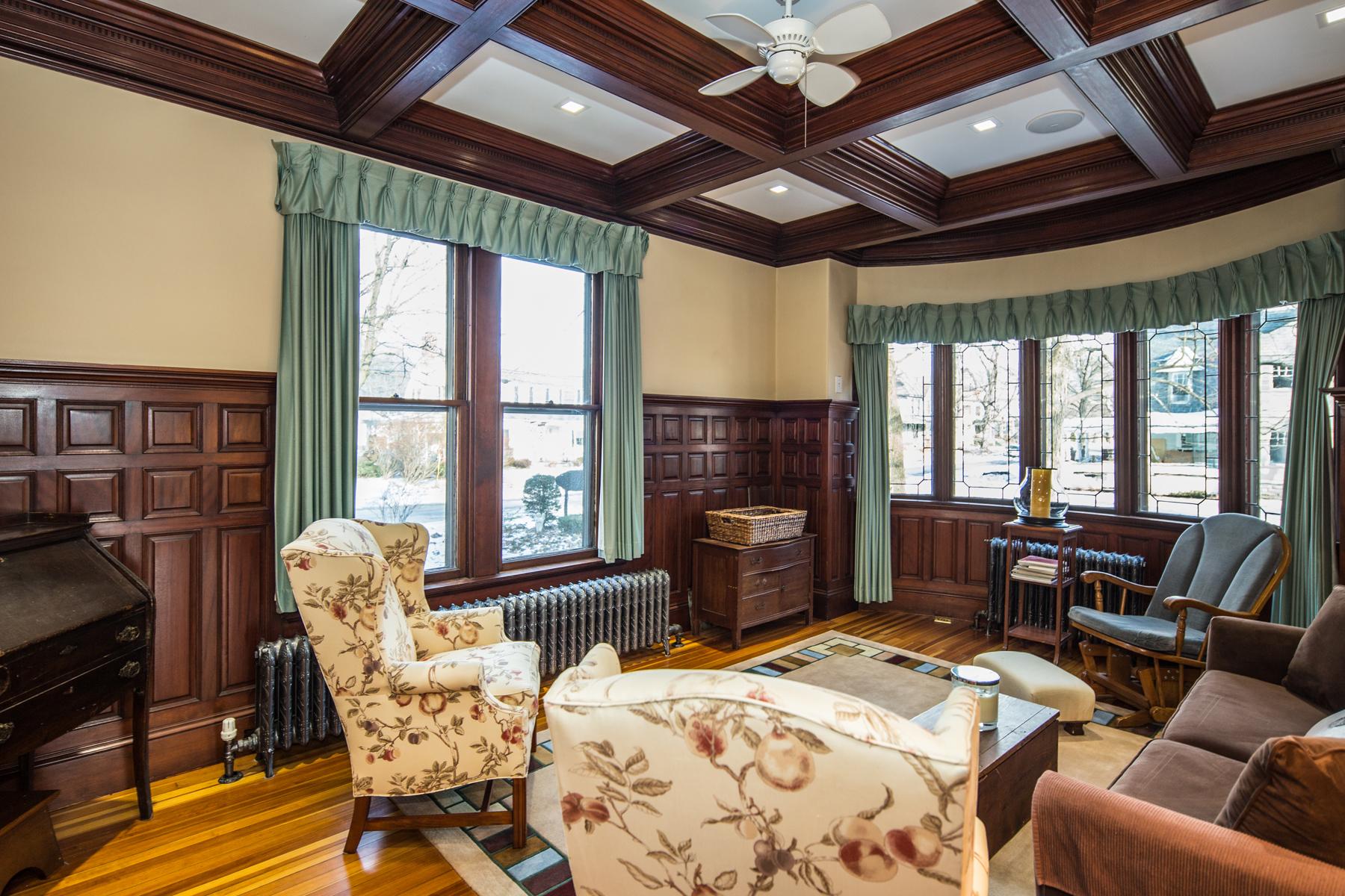 Condominiums for Sale at First Floor luxury Condo with Porte-Cochcere 10 E.Center St Unit B Rutland, Vermont 05701 United States