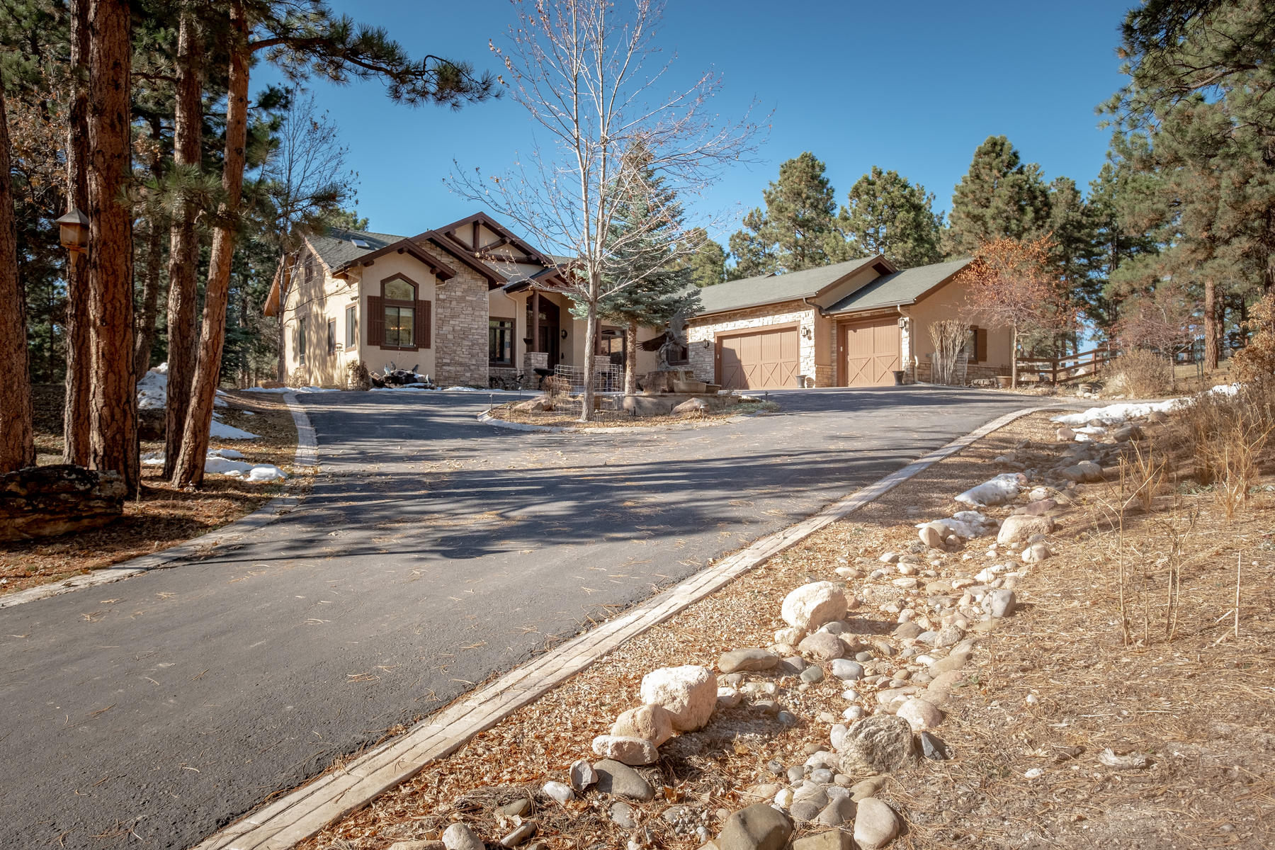 Single Family Homes のために 売買 アット Natural beauty and rustic luxury begin here. 10259 E State Highway 86 Hwy Franktown, コロラド 80116 アメリカ