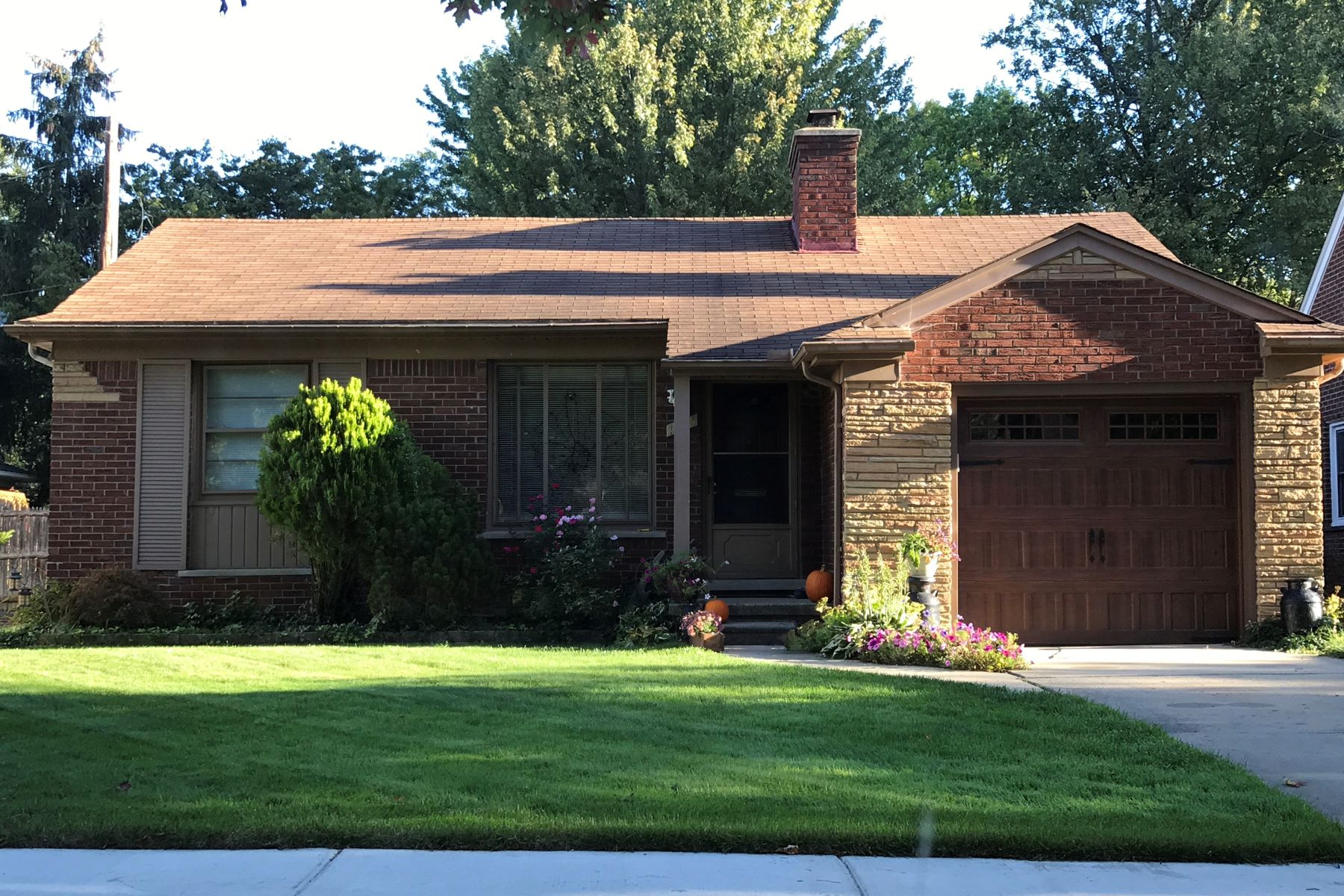Single Family Homes for Active at Grosse Pointe Woods 1248 Anita Grosse Pointe Woods, Michigan 48236 United States