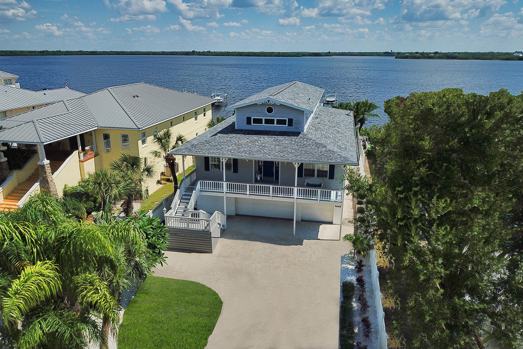 Single Family Homes for Sale at ST. PETERSBURG 920 Weedon Dr St. Petersburg, Florida 33702 United States