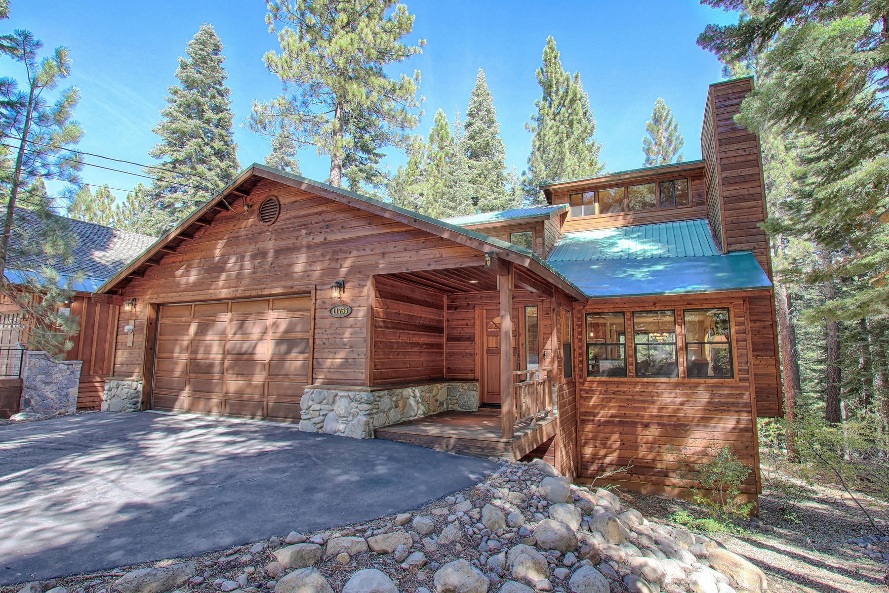 Single Family Homes por un Venta en 11756 Tundra Drive, Truckee, CA 11756 Tundra Dr. Truckee, California 96161 Estados Unidos