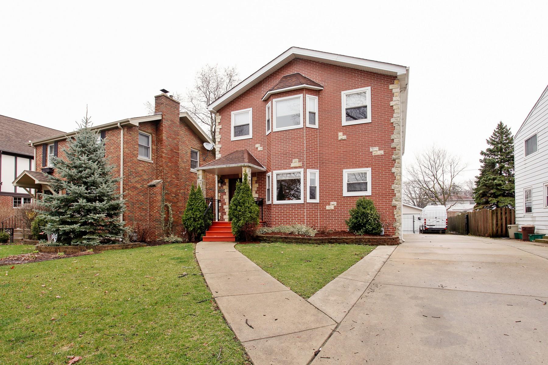 Casa para uma família para Venda às Beautiful Home in Desirable Location 711 S Madison Avenue La Grange, Illinois, 60525 Estados Unidos