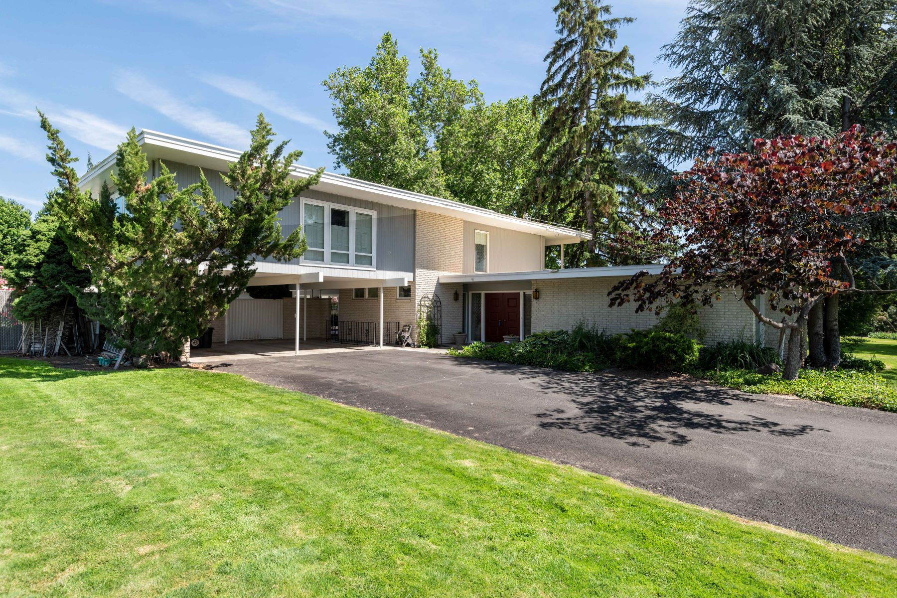 Single Family Homes for Sale at Beautiful Home, Pool, & River Views 509 N Rd 49 Pasco, Washington 99301 United States