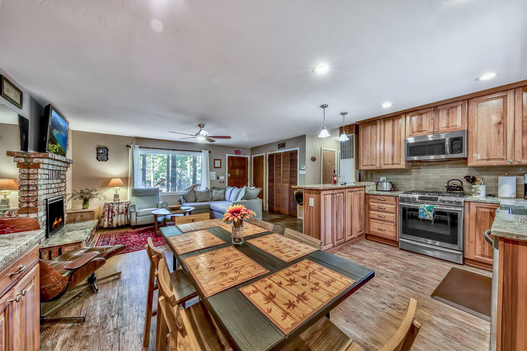 Additional photo for property listing at 1500 Bonita Road, South Lake Tahoe, CA 96150 1500 Bonita Road South Lake Tahoe, California 96150 United States