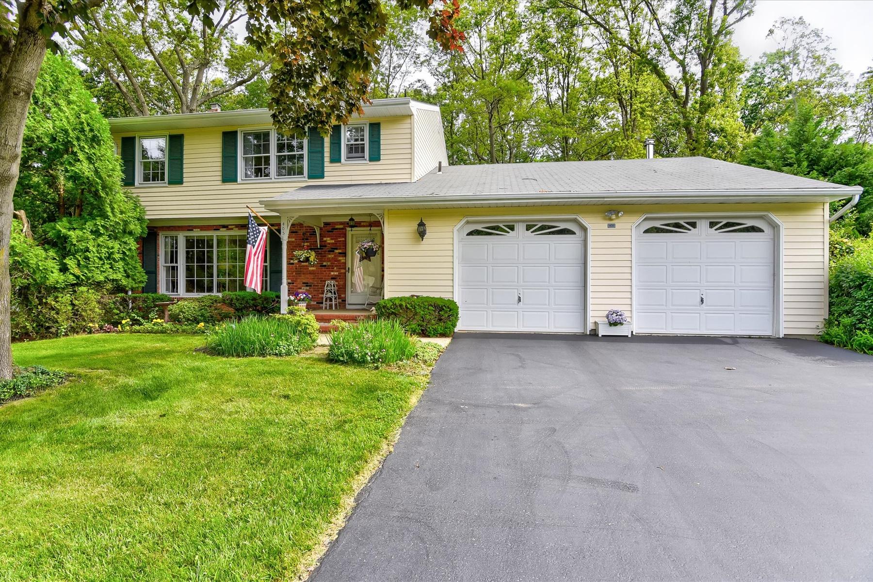 Single Family Homes для того Продажа на Eatontown, Нью-Джерси 07724 Соединенные Штаты