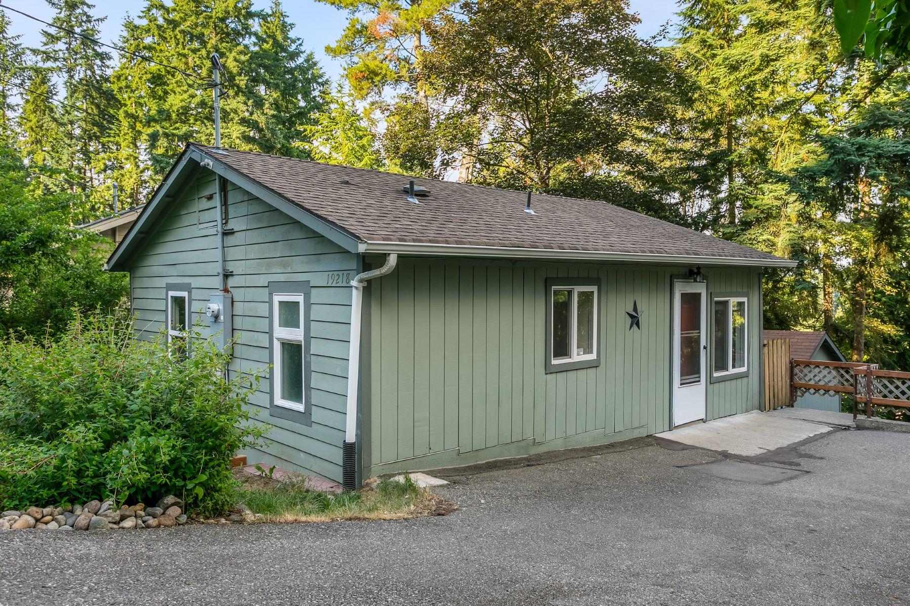 Single Family Homes por un Venta en Lago Vista 19218 12th Ave NE Shoreline, Washington 98155 Estados Unidos