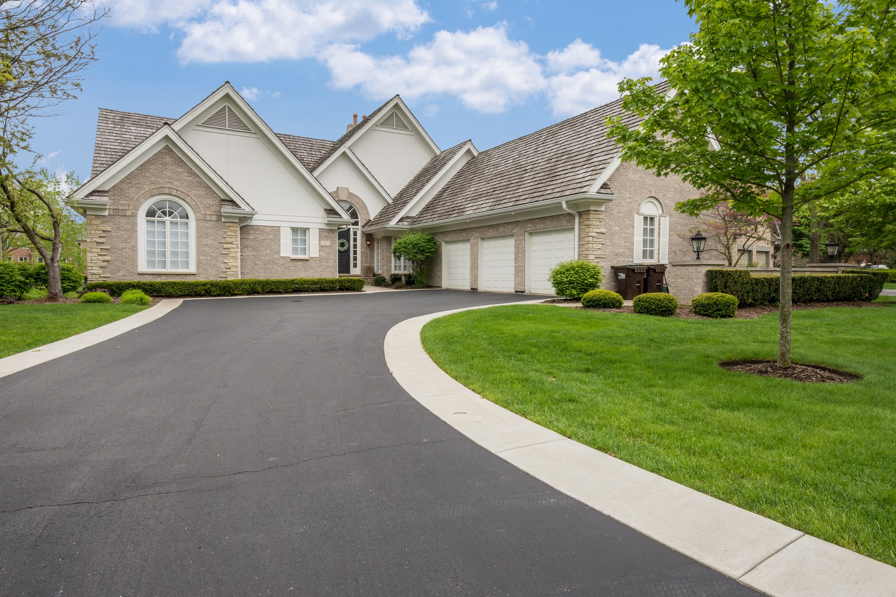 Single Family Homes for Active at Totally Transformed Masterpiece 101 Lakeside Court North Barrington, Illinois 60010 United States